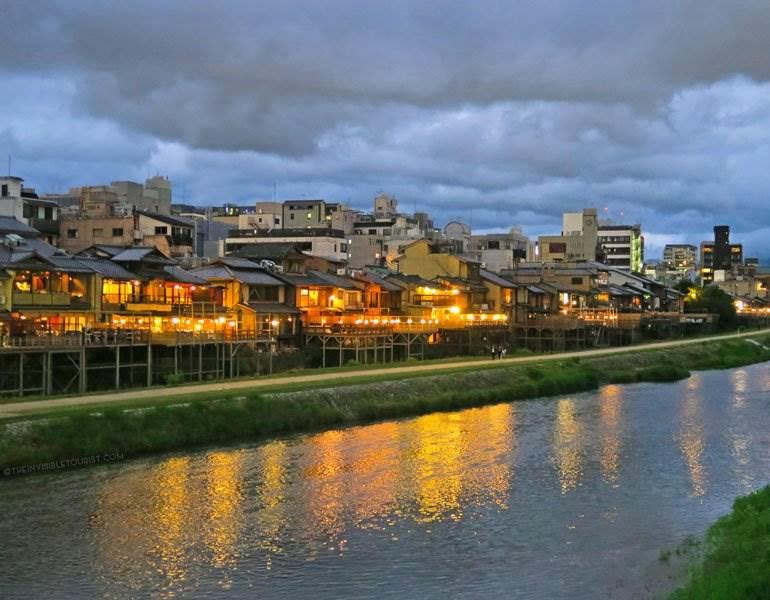 Comment trouver des pubs cachés à Kyoto la nuit seulement