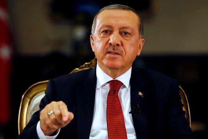 Erdogan met en détention 31 villes turques et ordonne la mise en quarantaine d'adolescents