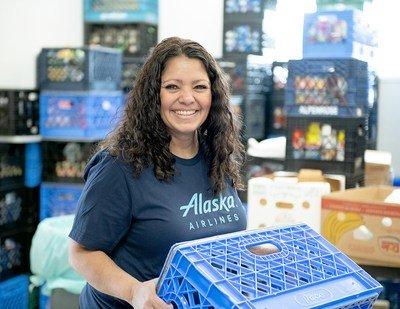 Alaska Airlines lance un nouveau défi pour nourrir les familles dans le besoin
