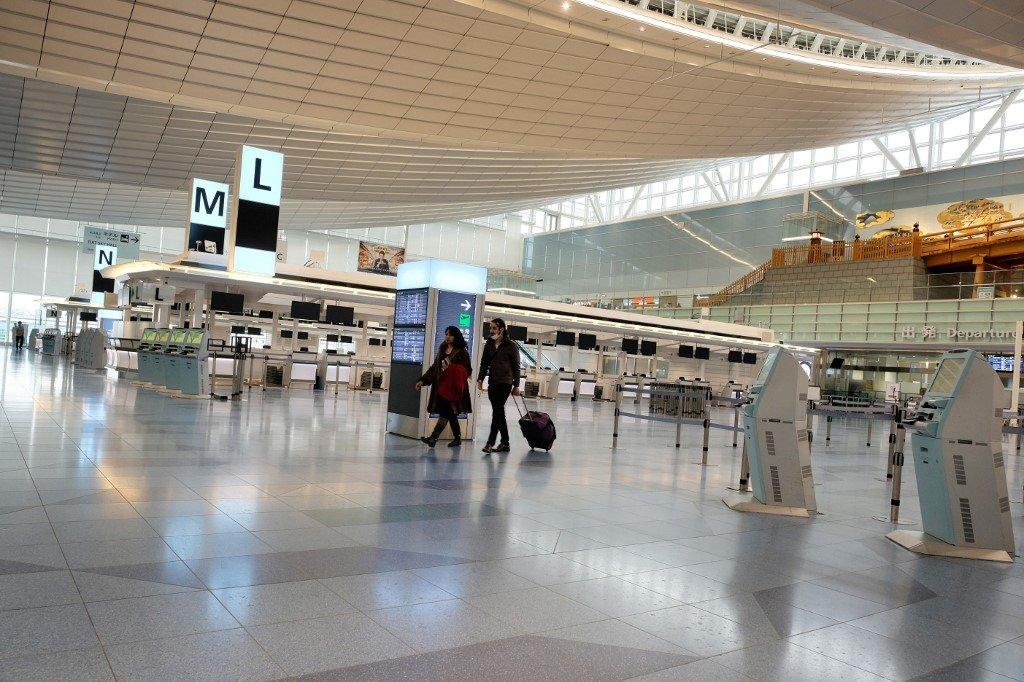 La demande des passagers plonge alors que les restrictions de voyage s'imposent