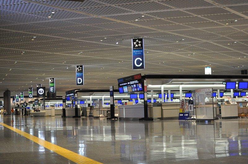 L'aéroport de Tokyo Narita met en quarantaine les passagers arrivant dans une boîte en carton