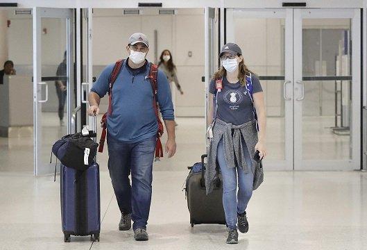 Les touristes hawaïens arrivent toujours à Hawaï malgré COVID-19