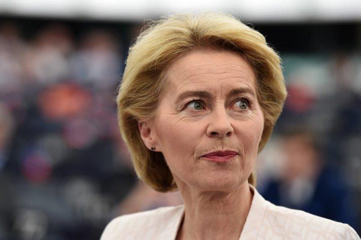 Le président de la Commission européenne étend la branche d'olivier à l'Italie