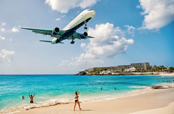 Les gouvernements des Caraïbes doivent réduire les taxes sur les passagers aériens