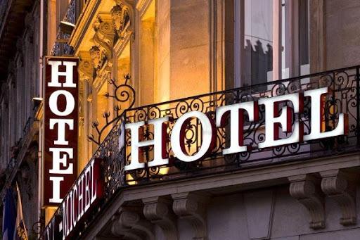 Le rallye hôtelier mondial émerge alors que COVID-19 persiste