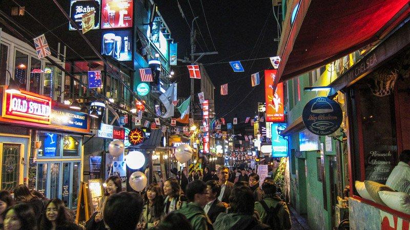 COVID-19 s'embrase dans le principal quartier de loisirs de Séoul