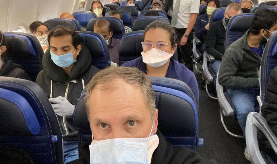 United Airlines renforce sa politique de masques pour protéger les passagers et les employés contre COVID-19