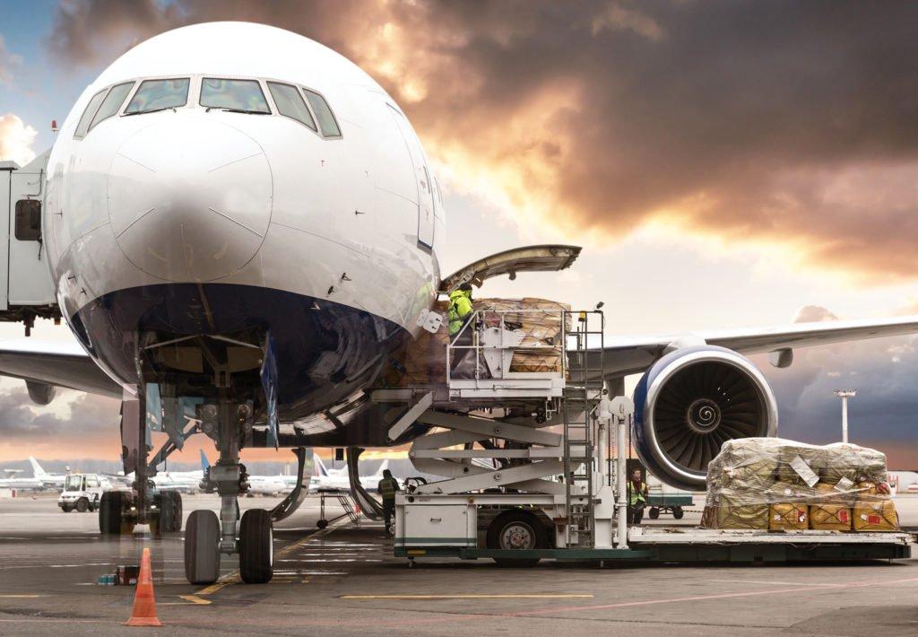 La demande mondiale de fret aérien chute mais la capacité disparaît encore plus rapidement