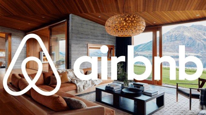 Les hôtes d'Airbnb ajustent leurs estimations de revenus en raison de COVID-19