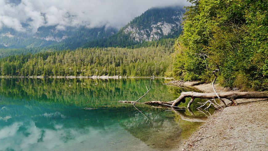 Lac Tovel dans le Géoparc d'Adamello Brenta