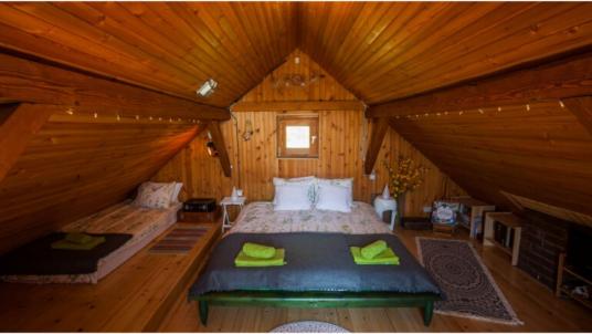 Na Okić: une mezzanine romantique sous le toit