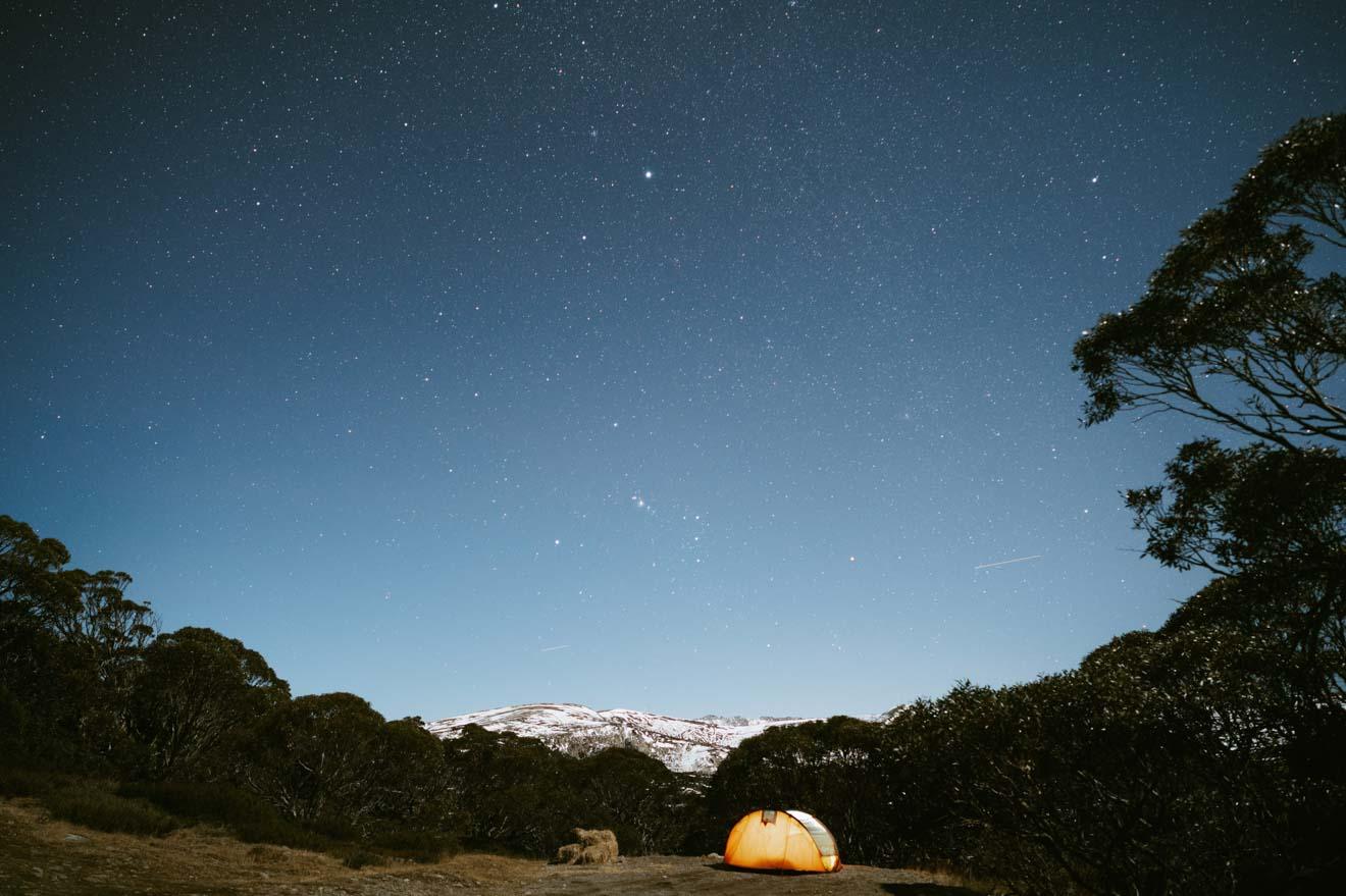 Camping sous les étoiles dans le parc national de Kosciuszko Astralia