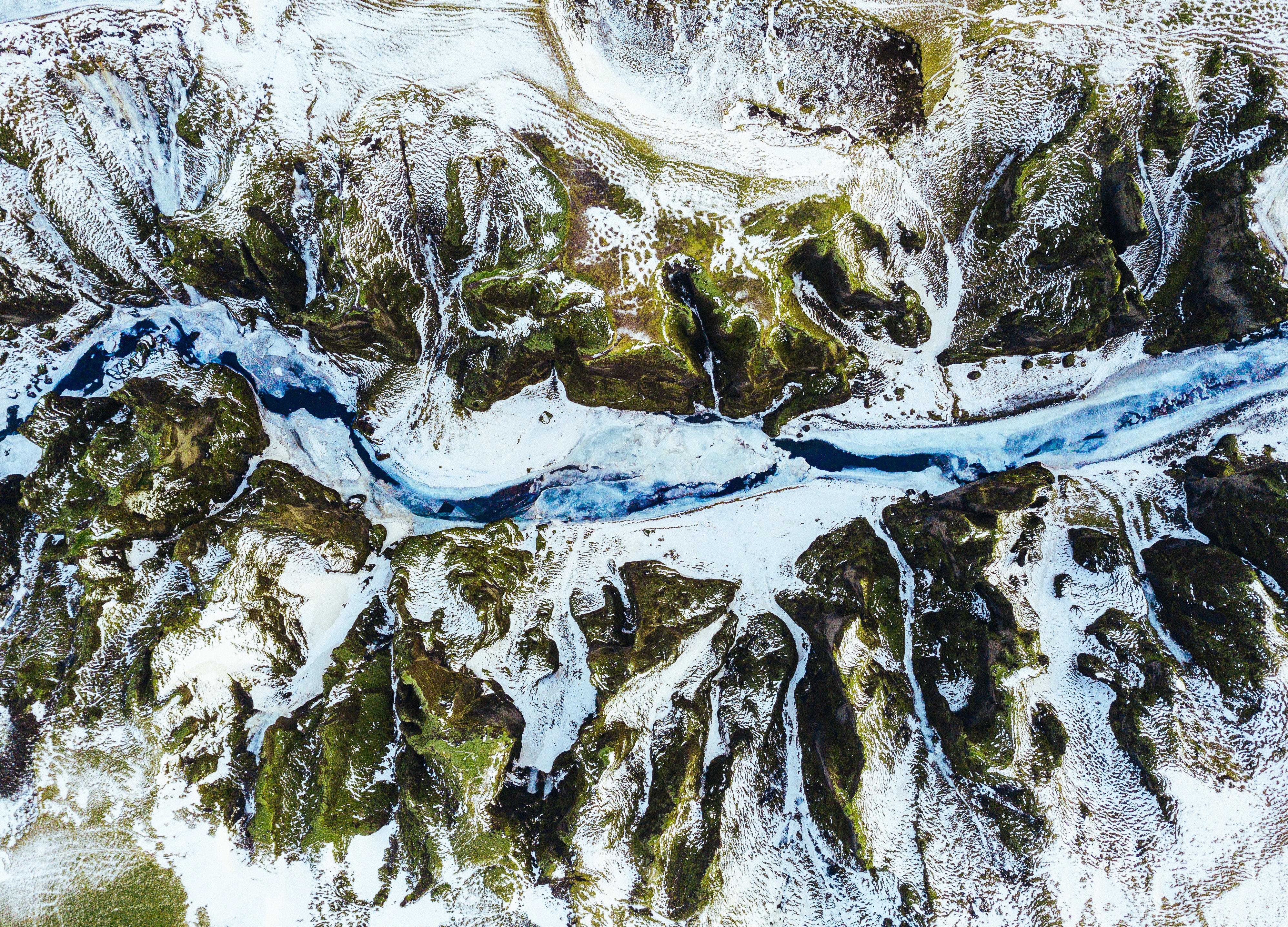 rivière et montagnes