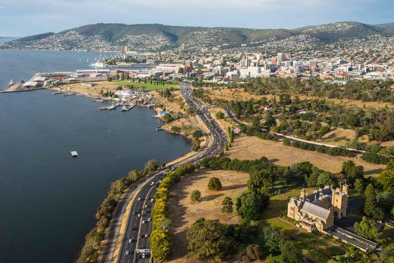 Vue aérienne de Hobart montrant une visite de la Government House en Tasmanie