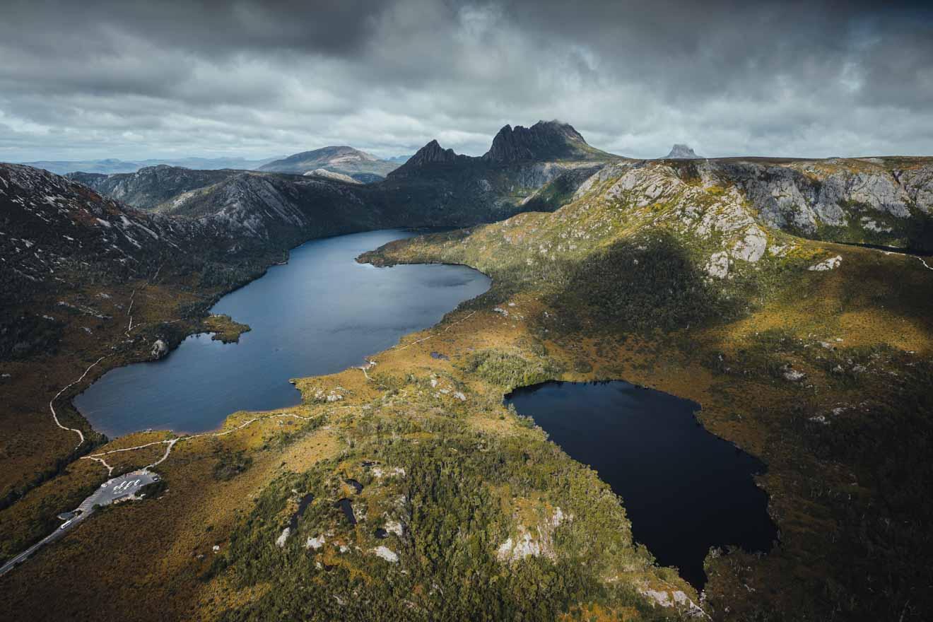 Vue aérienne de Dove Lake et Crater Lake Cradle Mountain en Tasmanie