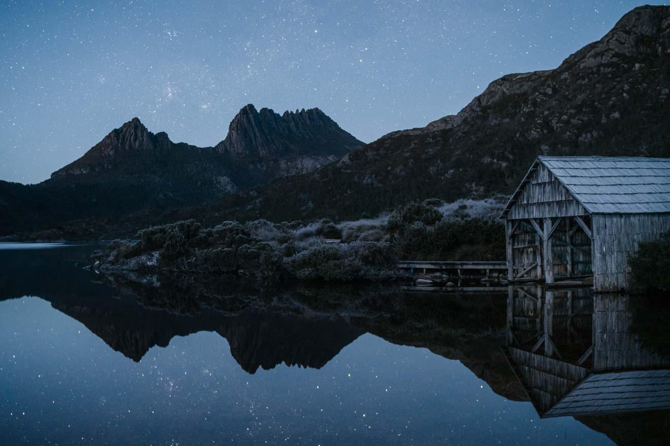 Piste de Cradle Mountain Overland de nuit