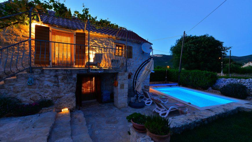 Home Sweet Home: des vacances vertes et sûres dans une maison dalmate traditionnelle