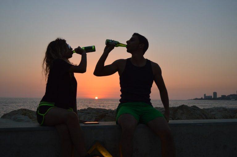 1 Américain sur 5 admet qu'il sautera les vacances d'été si les bars sont fermés