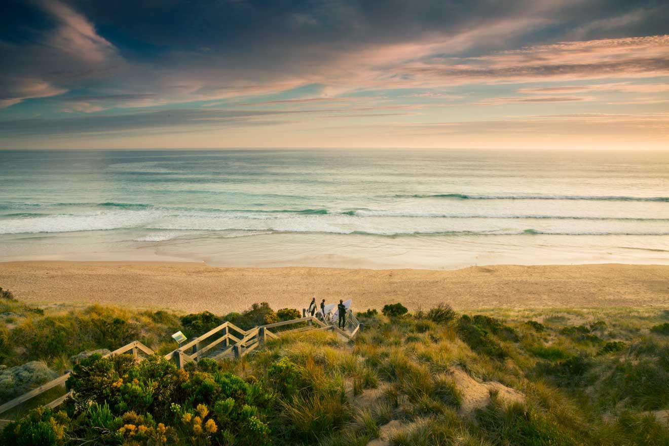 Le meilleur moment pour visiter Phillip Island - Surfeurs à Forest Caves Beach Que faire à Phillip Island?