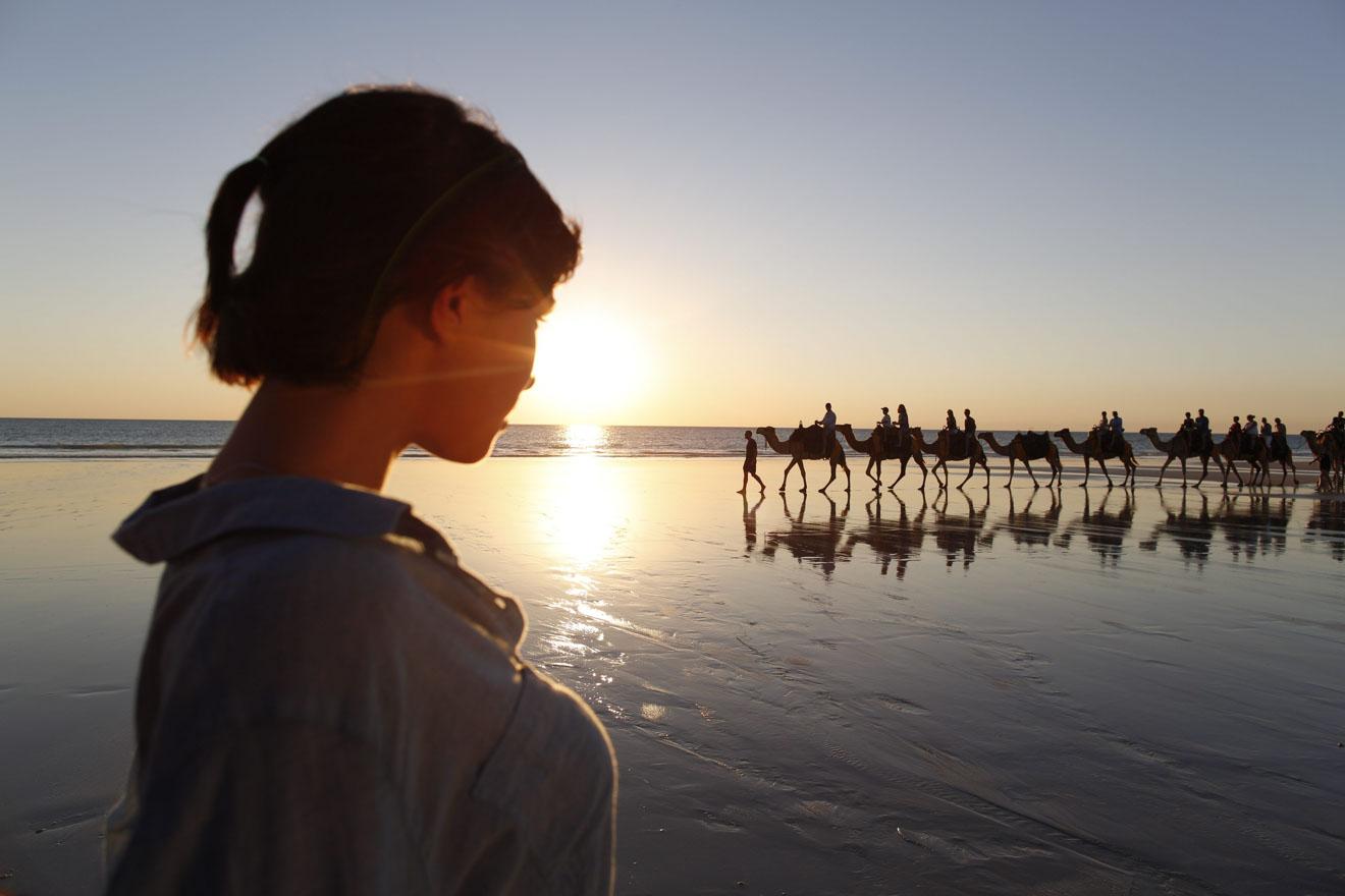 Train de chameau au coucher du soleil Choses à faire à Broome le week-end
