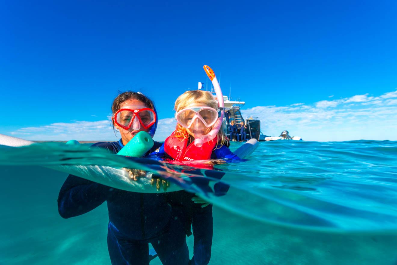 choses amusantes à faire avec les enfants plongeant les requins baleines Ningaloo