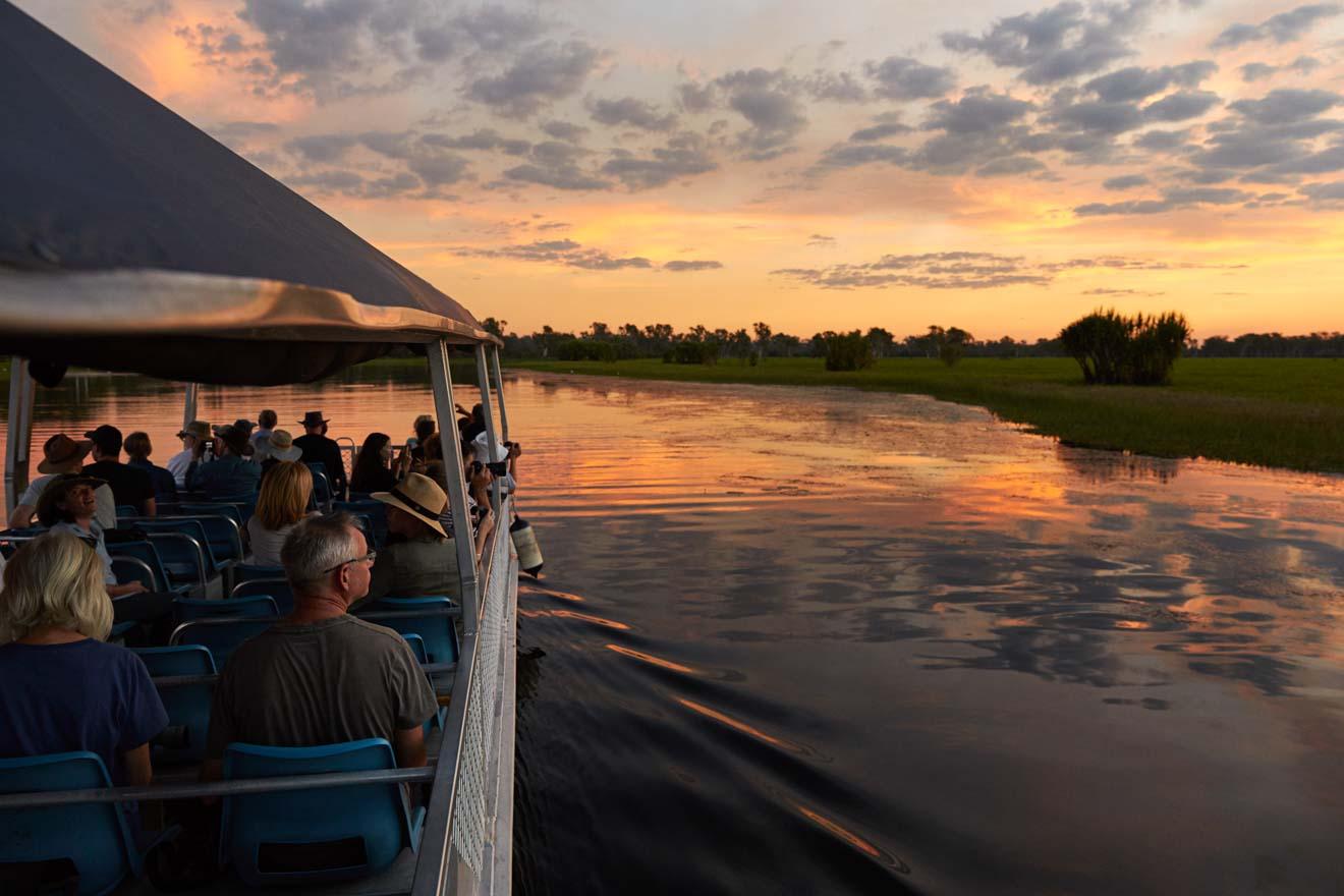 Croisière en bateau sur l'eau jaune Que faire à Kakadu en groupe en vacances