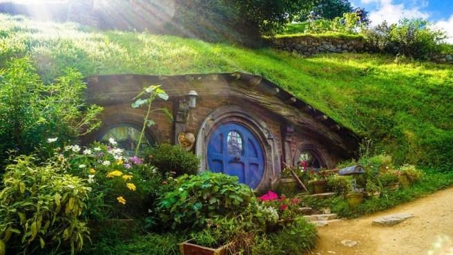Maison Hobbiton, Nouvelle-Zélande. Image de StockSnap (CC0) via Pixabay. https://pixabay.com/photos/house-home-quirky-movie-hobbit-2616607/