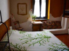 Chambre à la maison en ballots de paille Felcerossa