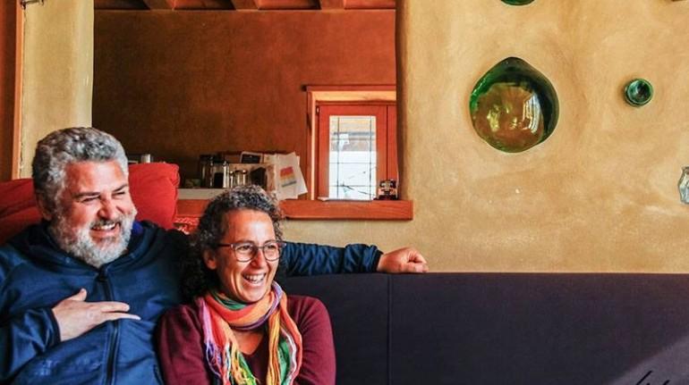 Tiziana et Toti à la maison de ballots de paille Felcerossa