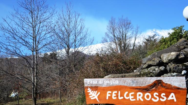 Enseigne de la maison en ballots de paille Felcerossa
