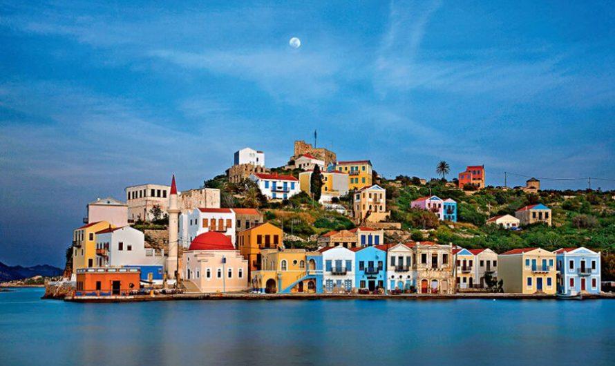 Touriste fuyant, mais ce n'est pas seulement COVID-19 sur cette île grecque