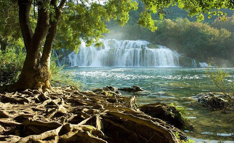 Vue des chutes d'eau dans le parc national de Krka.