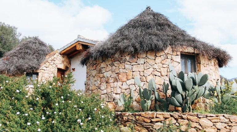 Pinettos, cabanes sardes typiques à Essenza Sardaigne