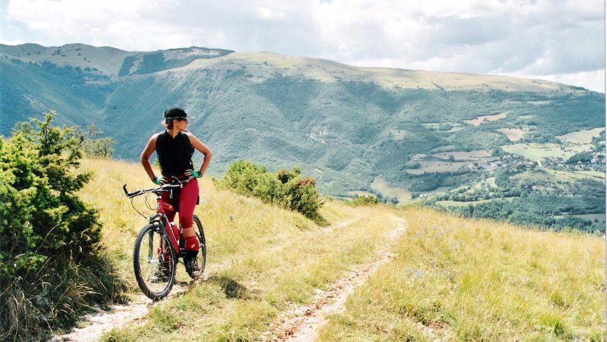 Faire du vélo dans le parc national des Monti Sibillini