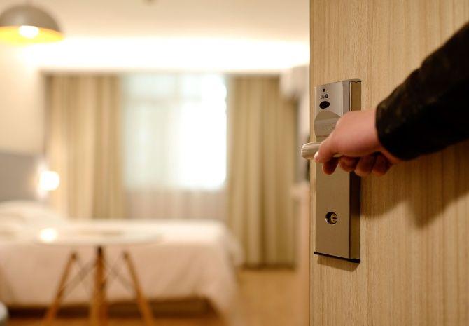 Les chaînes hôtelières mondiales se recentrent sur une approche de gestion légère de la tempête COVID-19