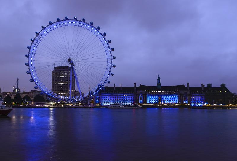 London Eye, Londres, Royaume-Uni, London Eye et front de mer éclairé la nuit, Londres, Royaume-Uni