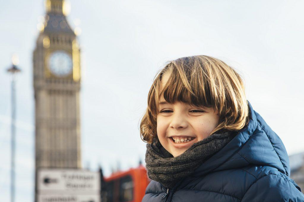 Enfant souriant en vacances à Londres