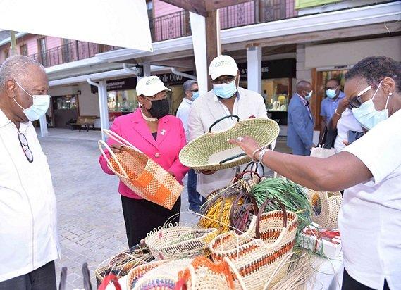 Les ministres du Tourisme et de la Culture exhortent tout le monde à acheter du jamaïcain ce Noël