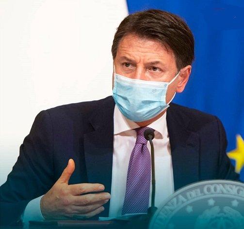 Le Premier ministre italien présente de nouvelles restrictions de vacances