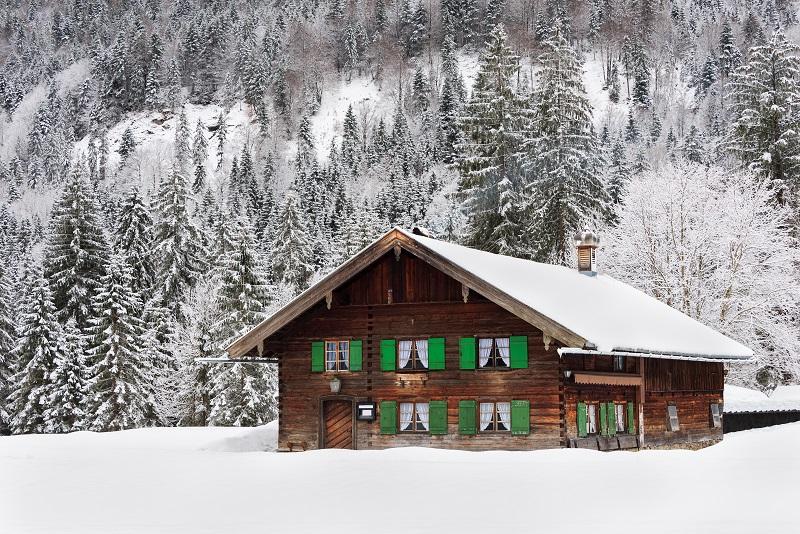Maison en bois en Bavière dans la neige