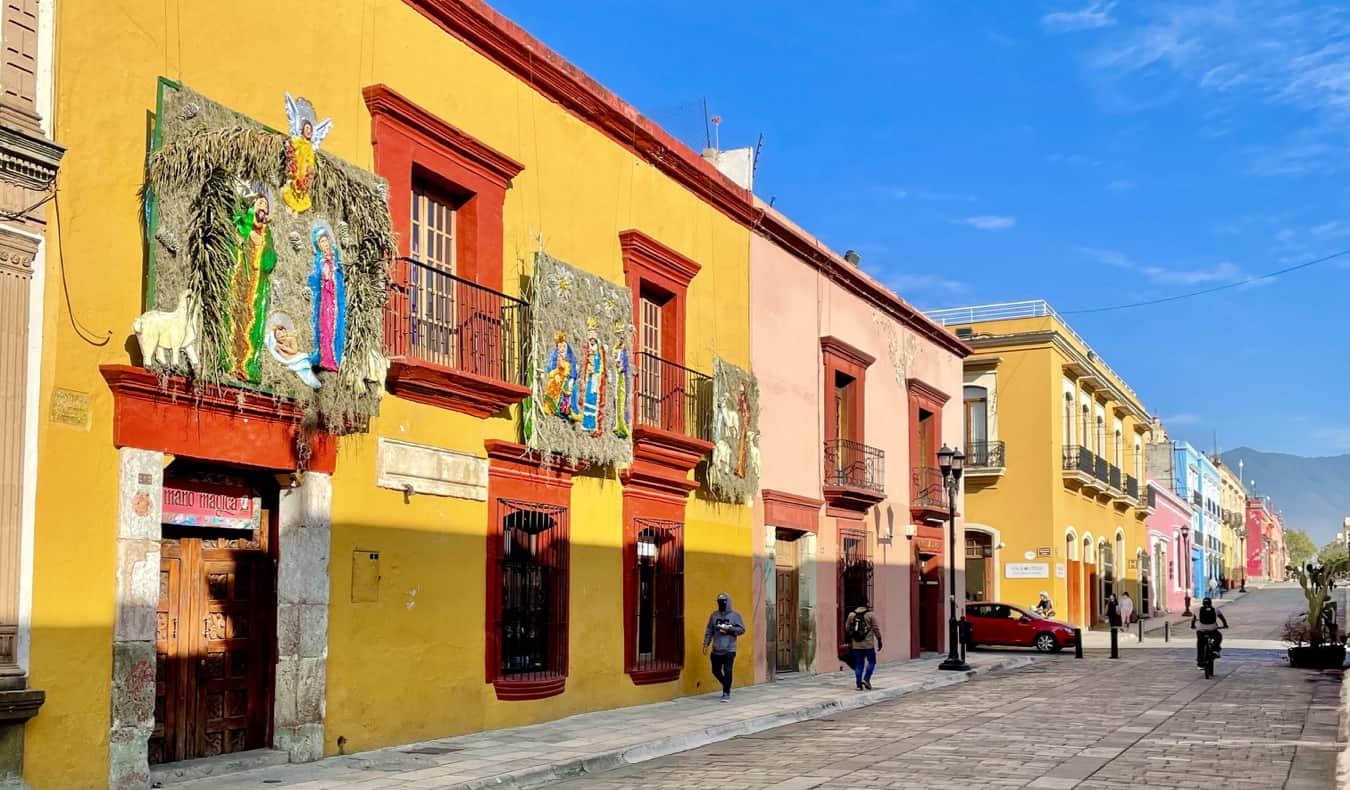 Les rues étroites et colorées d'Oaxaca, Mexique