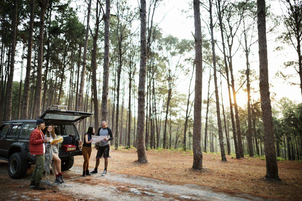 Personnes amitié Hangout voyage Concept Camping Destination