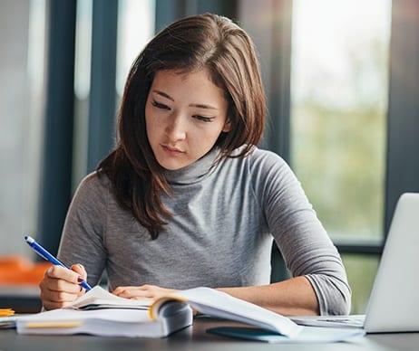 Comment les services de rédaction d'essais peuvent être bénéfiques pour votre vie universitaire