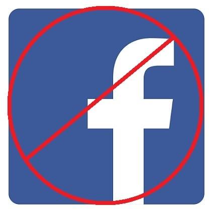 Qui sont les dictateurs?  Gouvernements, réseaux sociaux ou les deux?