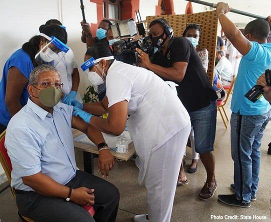 Début de la campagne nationale de vaccination contre le COVID-19 aux Seychelles
