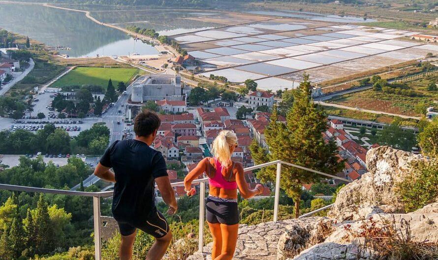 Vacances à pied en Croatie: meilleur itinéraire le long des murs de pierre