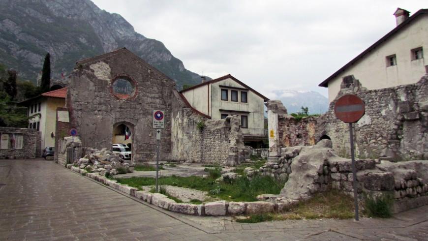 Venzone, le long de la piste cyclable de l'Alpe Adria