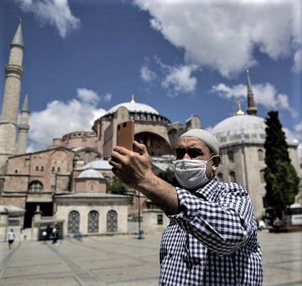 La Turquie lance une campagne de vaccination anti-COVID-19 pour les professionnels du tourisme
