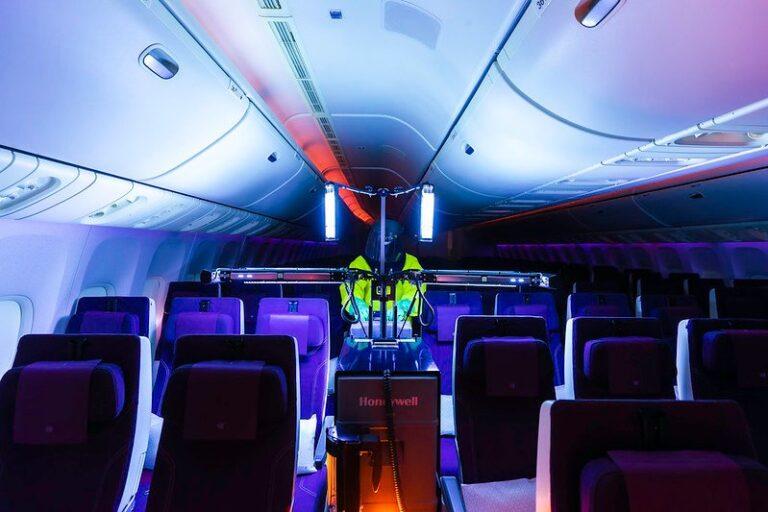 Qatar Airways introduit une nouvelle technologie de désinfection UV des cabines à bord