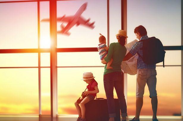 Des familles millénaires continuent de voyager malgré les inquiétudes liées au COVID